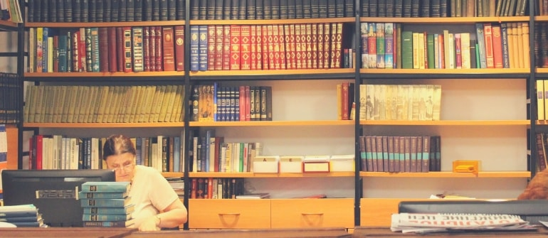 6-best-part-time-jobs-for-students-library-assistant