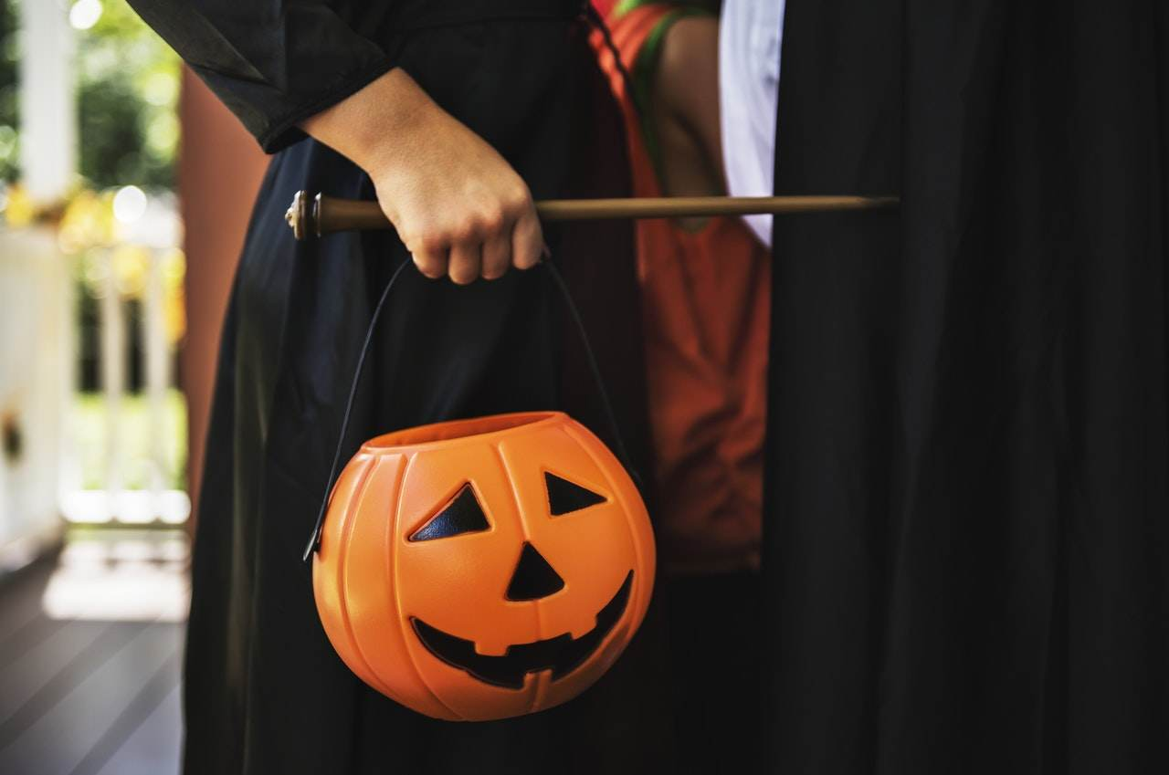 lets-talk-panelplace-welcome-to-our-halloween-party-witch-broom